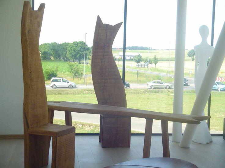 Unikatowe meble z drewna, stół i krzesła KOTY. Autor  Wit Pichurski.