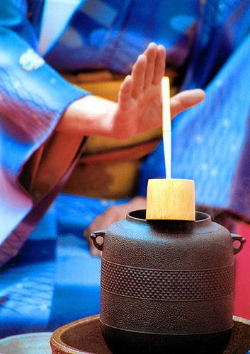 Japanese tea ceremony. Photo by Guy Gene on Flickr.