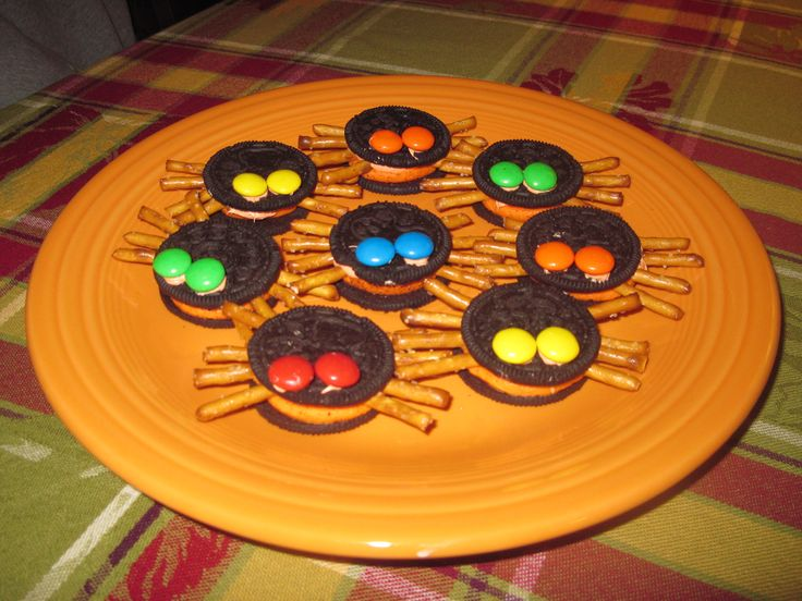 link to amazing kid friendly pdf showing how to make oreo-spiders