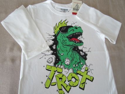"""NEW with tag! Beware of the Dinosaurs! Trendy white high quality OSHKOSH longsleeve tee. Size 6 Measurements : width 37 cm, length 51 cm, sleeve length 41 cm For boy WT 43-48 lbs and HT 45-47"""" Code B031"""