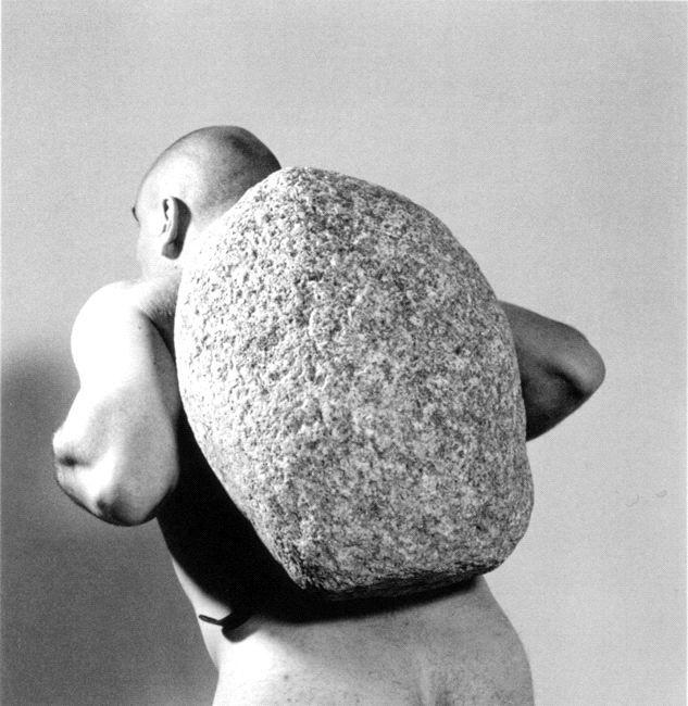 jana sterbak Sisyphus, 1998 Black and white photograph Schwarzweißfotografie Edition 10 18,5 x 18,5 cm
