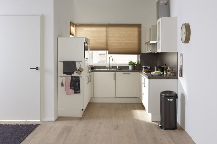 Keuken Parallel Opstelling : Bruynzeel Romance keuken in de kleur magnolia, zeer compacte U keuken