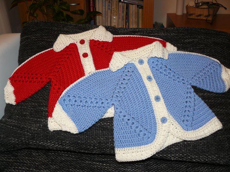 háčkované svetříky pro dvojčátka :)