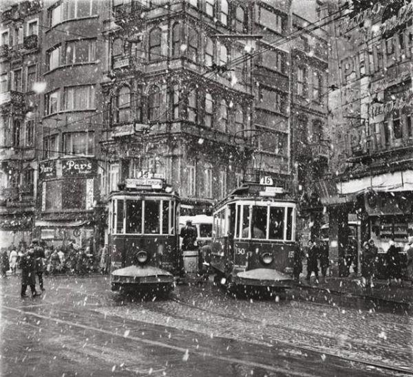 ✿ ❤ Ara Güler. 1950 Galatasaray Meydanı, İstanbul.
