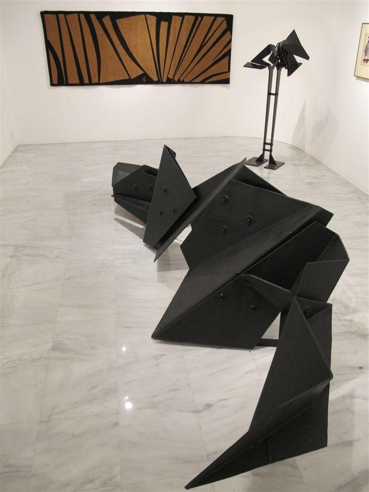 Costas Coulentianos (sculpture), Marios Prassinos (painting).