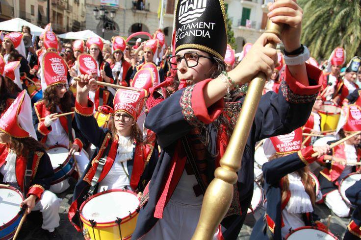 El Tio de la Porra anuncia a los niños y niñas de la ciudad que comienza la Fira i Festes