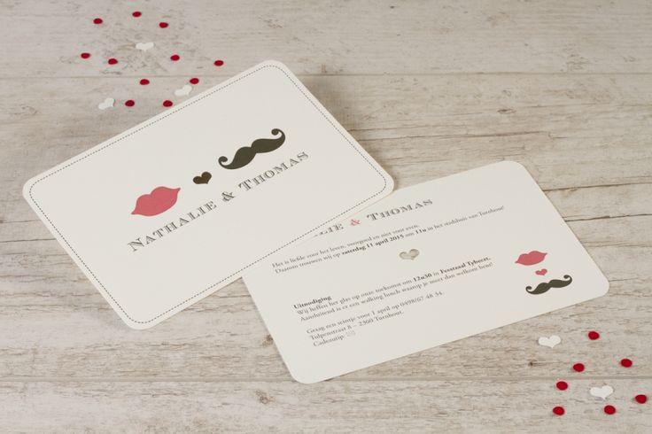 Speelse kaart met lip en snor | Tadaaz