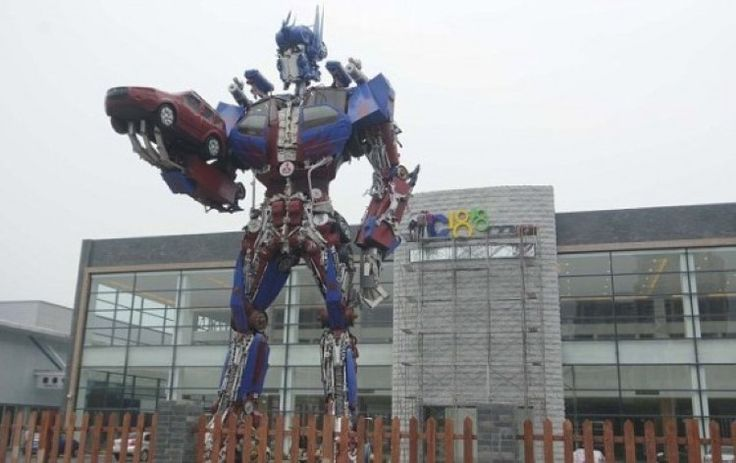 Students from Hangzhou University have a passion for Transformers it seems as they collected parts from cars and made Optimus Prime, all 35 feet of him.