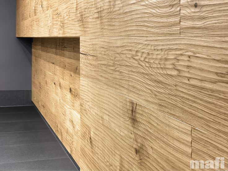 OAK Country Riva Mezzo Oak plank in 3-layer construction with large bevel on long side and approx. 2,5 - 4 mm top layer, with 4 mm backing in the same wood and middle layer conifer. Tongue and groove on all sides for easy installation. The surface of the top layer is treated to give a roughened appearance.