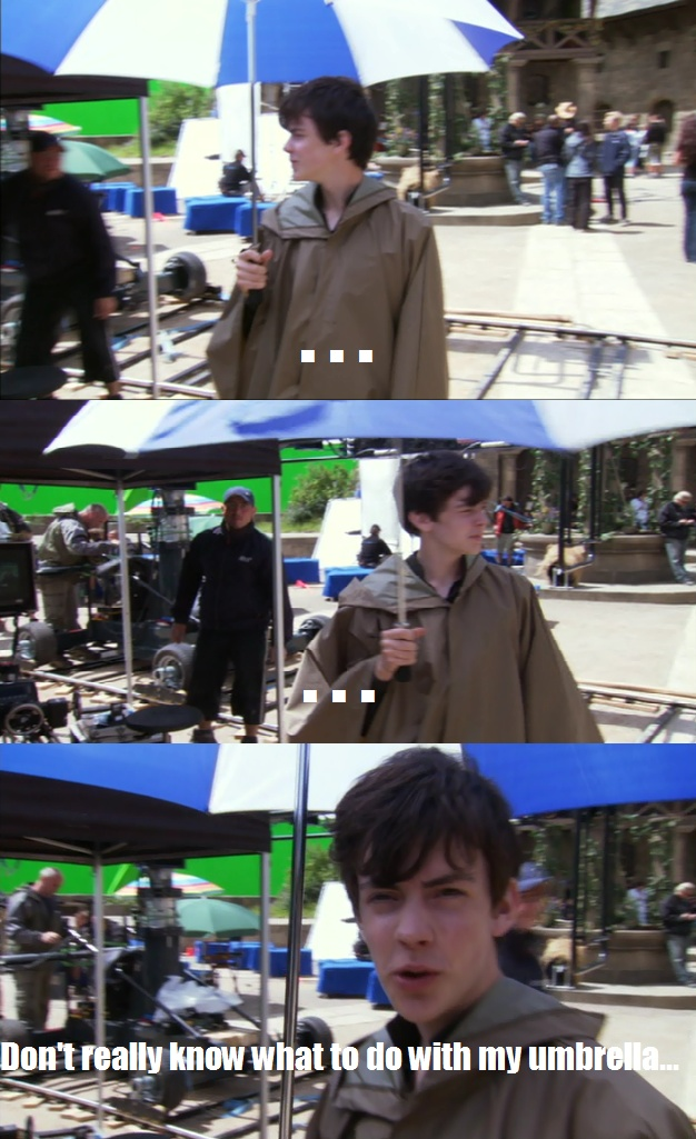 "Skandar Keynes (Edmund) - ""I don't really know what to do with my umbrella..."" lol XD   The Chronicles of Narnia/As Crônicas de Nárnia"