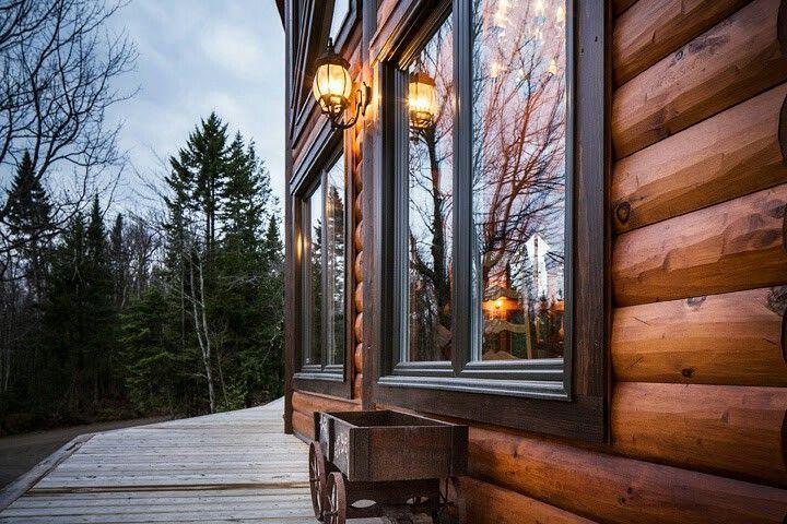 Log Home With Black Trim Windows Log Cabin Exterior Window Trim Exterior Black Exterior Doors