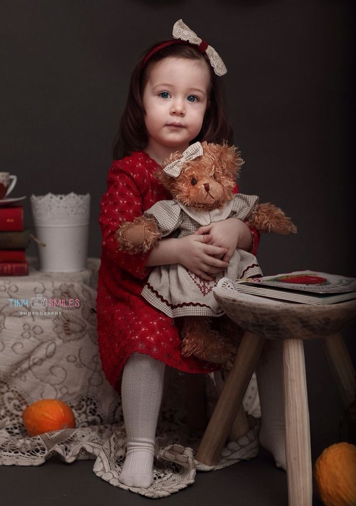 www.facebook.com/tinysmiles Children photography, studio toddler photo session, oranges, doliy garland