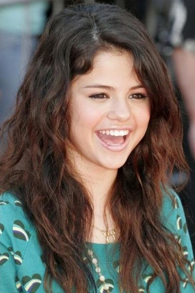 Cute long brown wavy hairstyle Selena Gomez have the best ...