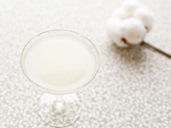 Friday Happy Hour: The White Lady - a simple but smooth and silky classic gin drink | Photo: Nole Garey for Oh So Beautiful Paper