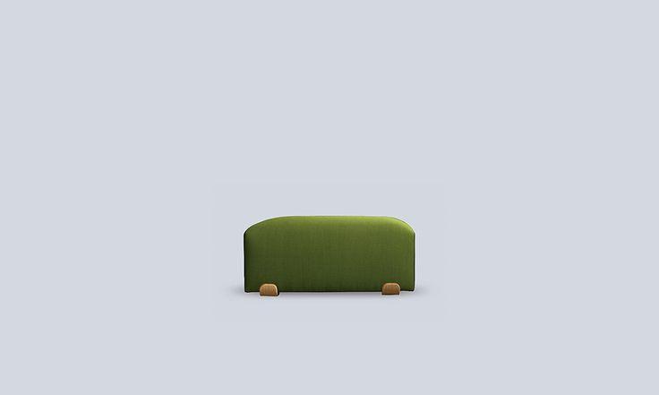 SUA, fuego en euskera es un sofá modular de gran carácter, inspirándose en el fuego de una hoguera el diseñador Ibon Arrizabalaga ha creado una pieza apasionada con fuerza, que crea hogar.