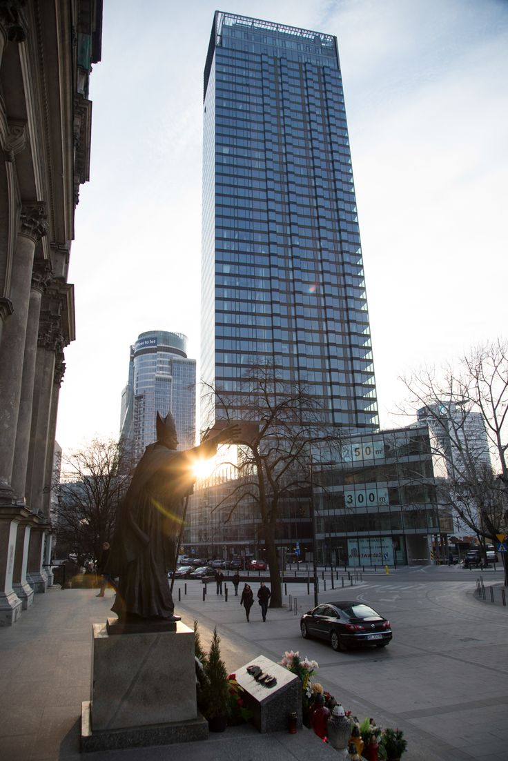 Cosmopolitan - apartamentowiec ma 160 m wysokości (fot. Luka Warszawa Polska #warsaw #architecture #poland #polska #warszawaŁukasiak)