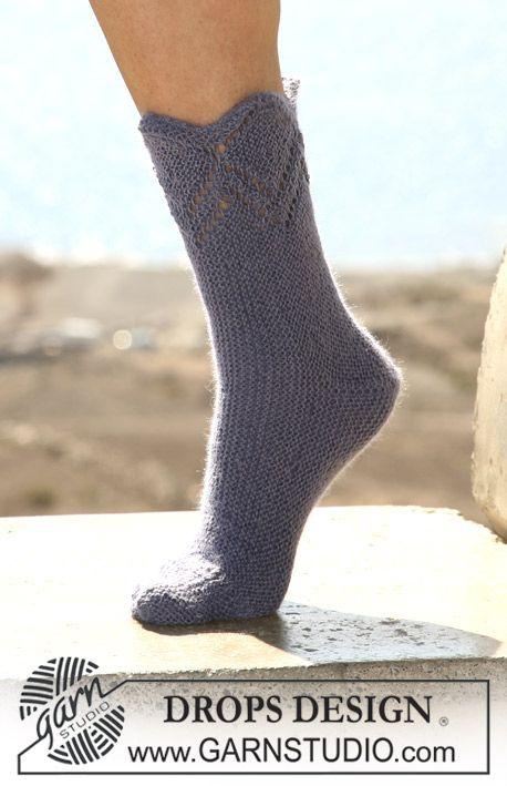 """Calcetas (medias) DROPS en punto musgo con patrón de calados en """"Alpaca"""". ~ DROPS Design"""