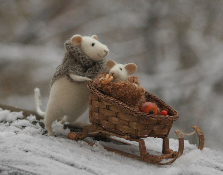 Mom and baby mouse by Fadeeva