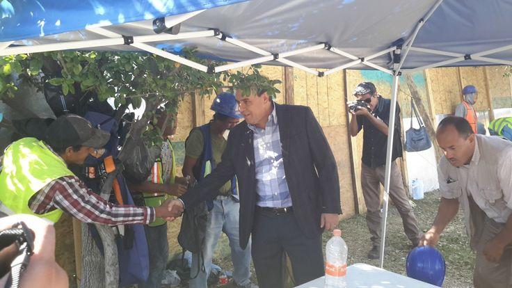 Reconoce Garfio el excelente trabajo de los albañiles hoy en el día de la Santa Cruz | El Puntero