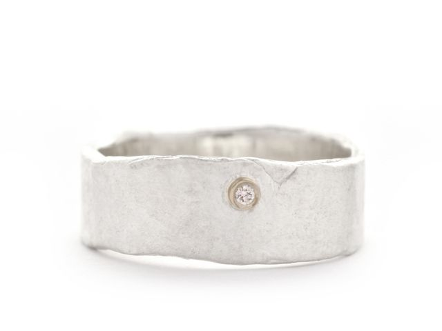 Hammered wedding ring with diamond Buy online