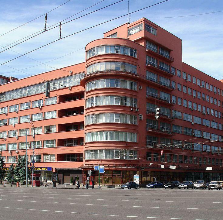 Здание Накромзема СССР на Садовом кольце, построенное в 1928 - 1933 годах А. В. Щусевым (сейчас здесь располагается Министерство сельского хозяйства РФ):