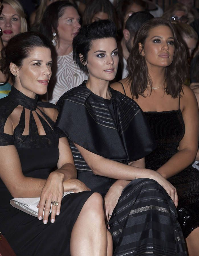 Neve Campbell, Jamie Alexander et Ashley Graham au défilé Christian Siriano