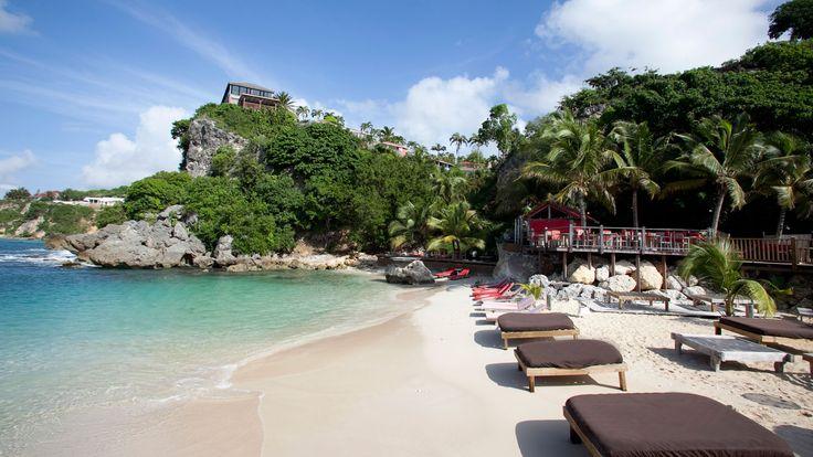 La plage privé de La Toubana Hotel & Spa en Guadeloupe est le lieu priviligié de vos vacances : Transat soleil et mer, ce en Guadeloupe.