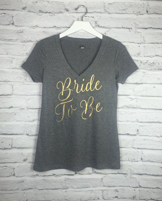 Chemises fête nuptiales. Chemises de mariage. Chemises de partie de Bachelorette. Mariée à chemise. Chemises de femmes de v-cou. Chemises