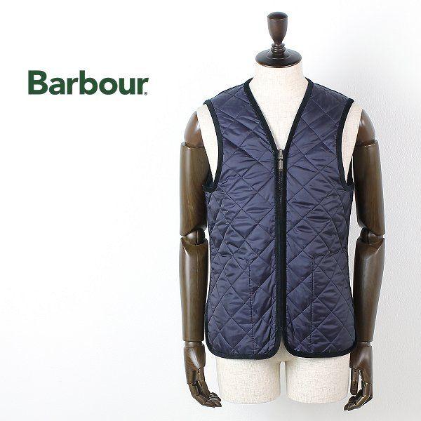 BARBOUR メンズSLモデル用キルティングライナー 価格19,000円 (税込 20,520 円)  表地:ナイロン100% 裏地:毛100% 中綿:ポリエステル100% MADE IN VIETNAM BARBOURといえばオイルドジャケットが有名ですが、そんなBARBOURから寒い冬を乗り切るための隠れた優秀アイテム、キルティングライナーのご紹介です。 BARBOURのSLモデルのみに対応した、ジャケットの内側にジッパーで簡単に取り付けができるタイプのライニング。 洗濯しにくい冬のアウターでもライナーだけ取り外して洗えるので、大事なアウターを清潔に保ち長く愛用するにはマストアイテムです。 ライナーがあれば真冬でもBARBOURのジャケットを着ることが出来、暖かく過ごすことができますね。 ※BARBOUR SLシリーズにのみ対応します。