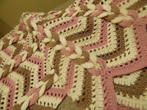 Cobija Manta tres Colores Crochet - YouTube Very good tutorial (Spanish)