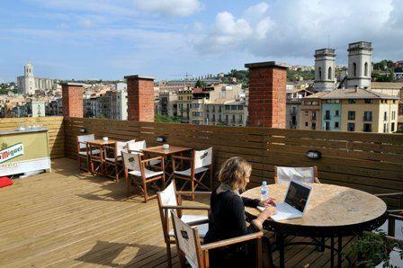 Bonita terraza la del Albergue Juvenil Equity Point Girona. @EquityHostels  :)