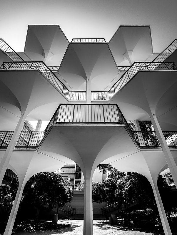 revelle college breezway at university of california san diego [uscd] - photo © darren bradley