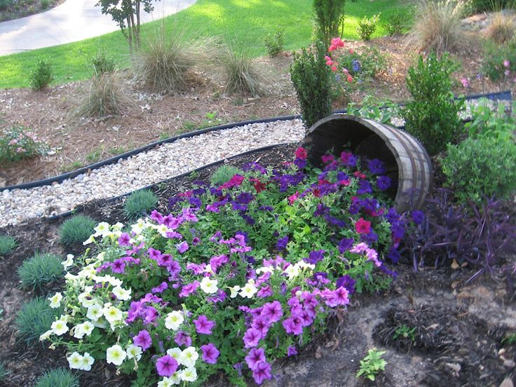 Rewards of yard work down home in mississippi garden for Small flower beds front homes