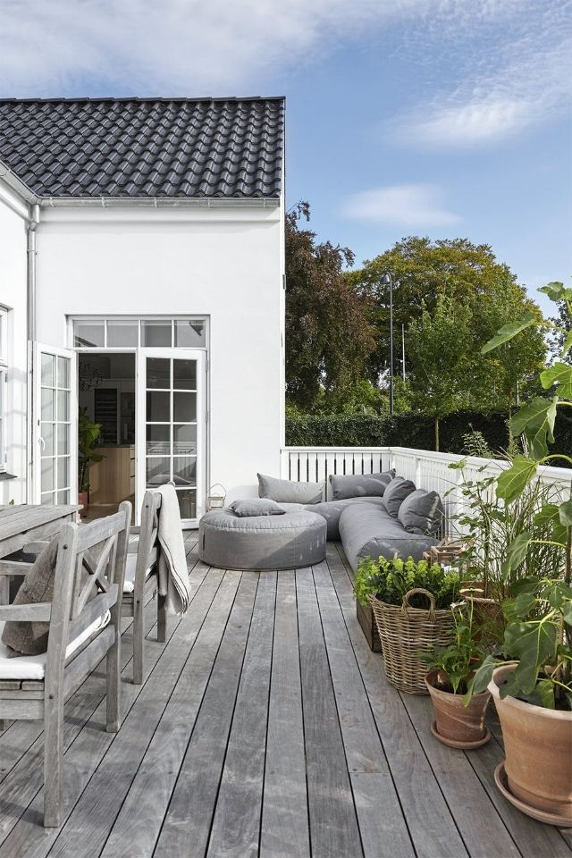 Calming Minimalism In The Home Of Designer Kathrine Espersen Calming Designer Espersen F Gartenmobel Design Minimalistischer Garten Garten Landschaftsbau