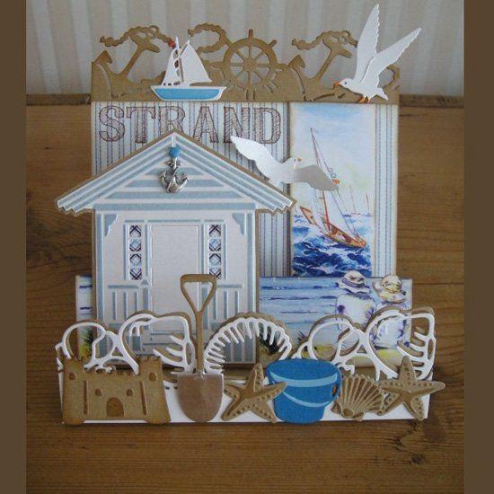 Kaartengalerij - Marianne Design - Kaart met tafereeltje op het strand: strandhuisje, schelpen, zandkasteel, zeemeeuw, bootje e.d.
