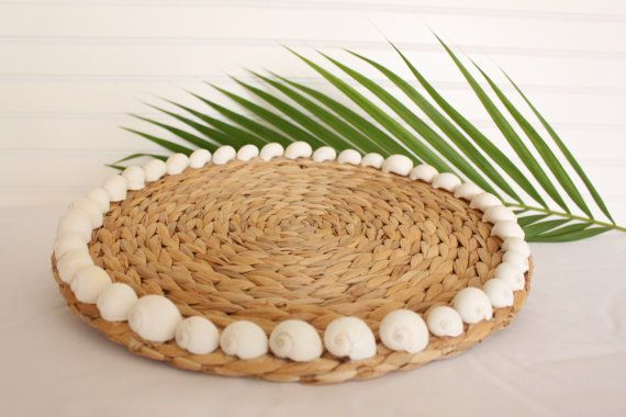 Add a touch of coastal elegance to your dining table with this beautiful set of 4 seashell placemats. The large sturdy seagrass woven placemats
