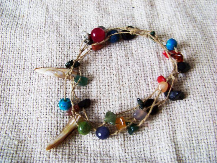 Tribal bracelet. Native. Various kinds of beads (agate, onyx, vulcanic rock among others). Boho. Hippie.