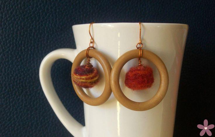 orecchini_legno e lana. Felted wool_Handmade jewellery