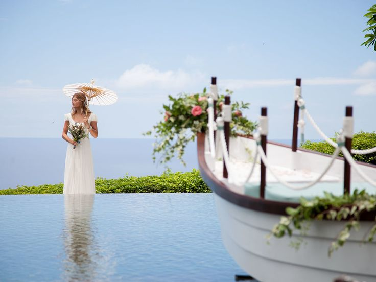The Edge is a dream venue for a couple who is looking for a sophisticated and ethereal venue in Indonesia to exchange their vows.