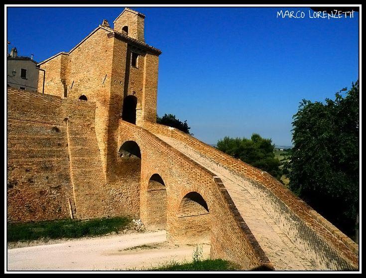 LORETELLO DI ARCEVIA(AN)-THE RAMP TO THE TOWN GATE by MarcoLorenzetti
