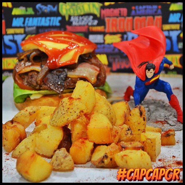 SUPERMAN Ο άνθρωπος απο ατσάλι! Έγινε burger απο μοσχαρίσιο κιμά και χοιρινή πανσέτα, με μπέικον, μανιταρια και σως BBQ.