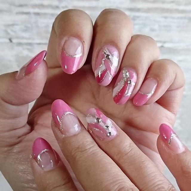 今日のネイル💅 最近シンプルばっかりだったのですが、ちょっと気合い入れて見ました(笑) #ジェルネイル  #フレンチネイル  #マーブルネイル  #プッチ柄ネイル  #セルフネイル #ピンクネイル #ピンク #gelnails  #nails #nailsdone #pink #frenchnails