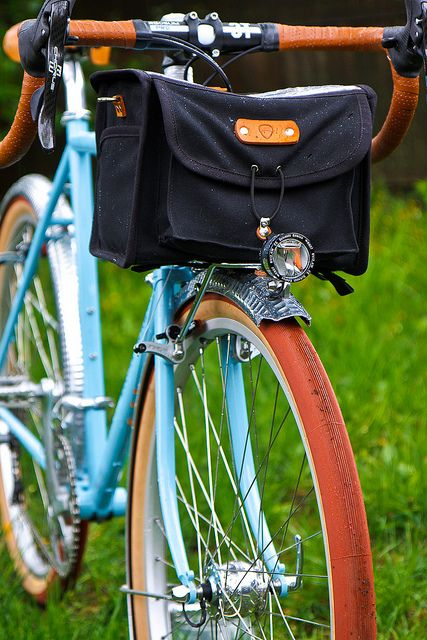Black Acorn Boxy Rando Bag. Usually I don't care much for black bike bags, but on a bright colored frame, it's a nice fit.