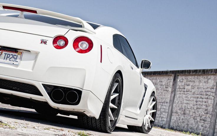 White Nissan GTR 2014 HD Wallpaper