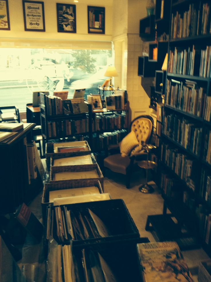 A cosy corner to have a relaxing winter read at Love Vintage Books Willoughby.