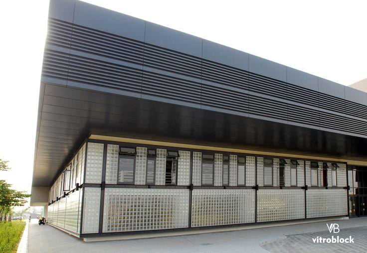 ESCUELA DE ARTE - TAIWÁN Construida con ladrillos de vidrio modelo Alfa. . . #Vitroblock #LadrilloDeVidrio #Alfa #EscuelaDeArte #Taiwán #Construciones #Obra #Arquitectura #Arquitecto