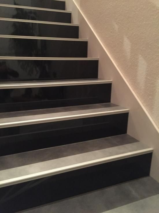les 25 meilleures id es concernant relooking d 39 escalier sur pinterest escalier relooking. Black Bedroom Furniture Sets. Home Design Ideas
