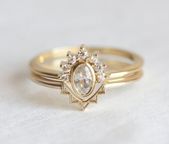 Romantic wedding Ring Set Oval Diamond ring with matching V shaped lace wedding band. This set can be also made with pear or round diamond. WE CAN