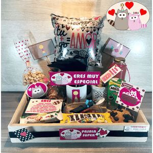 Valentines Day Baskets, Valentine Gifts, 18th Birthday Cake For Girls, Candy Bouquet, Ideas Para Fiestas, Girl Cakes, Food Gifts, Love Is Sweet, Creative Gifts