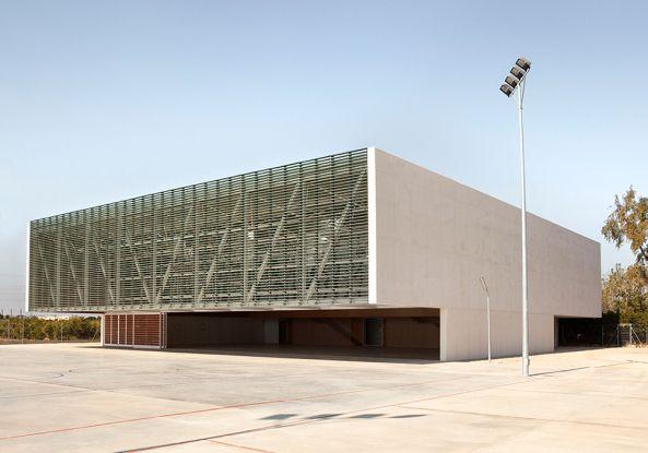 Klare Form und enges Raster  - Sporthalle in Valencia von Gradoli & Sanz